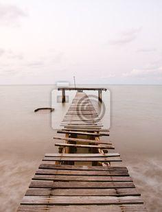 Stare molo morze na obrazach myloview. Najlepszej jakości fototapety, kolekcje myloview, naklejki, obrazy, plakaty. Chcesz ozdobić swój dom? Tylko z myloview!