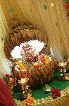 Gauri Decoration, Kalash Decoration, Mandir Decoration, Ganpati Decoration Design, Thali Decoration Ideas, Ganapati Decoration, Diwali Decorations, Festival Decorations, Flower Decorations