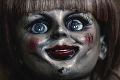 A look at why horror fans should be supporting the James Wan directed horror flick 'The Conjuring'. Annabelle Creation Movie, Annabelle Doll Movie, Annabelle Makeup, Annabelle 2014, The Conjuring Annabelle, Cursed Objects, Halloween Horror Movies, Creepy Movies, American Horror Story