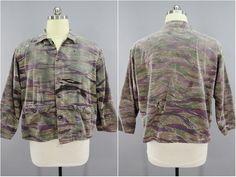 4e4bf2154fd1a Vietnam War style, Tiger Stripe pattern camouflage jacket. Specs: Size - XL  Chest - 46