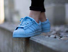 Adidas Superstar celeste