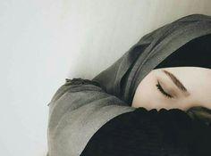 Modest Fashion Hijab, Hijab Chic, Muslim Girls, Muslim Couples, Baby Hijab, Girl Hiding Face, Mode Simple, Muslim Women Fashion, Beautiful Muslim Women