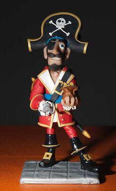Pirata de arcilla polimérica. 15cm de altura.