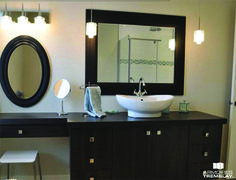 salle de bain moderne urbaine cr ation sign armoires. Black Bedroom Furniture Sets. Home Design Ideas