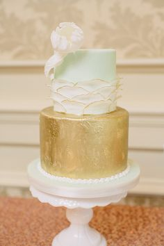 Mint/gold cake.... Love the gold trimmed delicate petals