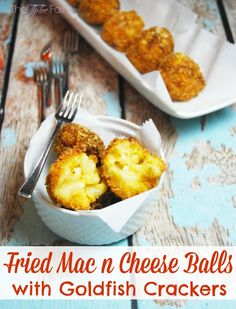 Need a delicious recipe for The Big Game? Try these Fried Mac n Cheese Balls dipped in crushed Goldfish Crackers. Your kids will love them! (Mac N Cheese Bread Crumbs) Best Appetizers, Appetizer Recipes, Snack Recipes, Cooking Recipes, Pasta Dishes, Food Dishes, Side Dishes, Fried Mac And Cheese, Macaroni Cheese