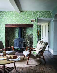 Farrow and Ball wall paper in a small, traditional living room Living Room Decor Traditional, Traditional Fireplace, Living Room Green, Home Living Room, Green Rooms, Living Room Color Schemes, Living Room Designs, Colour Schemes, Home Wallpaper