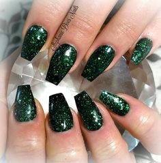 Dark green acrylic nails @stephaniedoesnails www.facebook.com/stephaniedoesnails