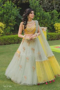Unique patterned offbeat lehenga choli for this wedding season is being preferred over red. Choose a lehenga that makes everyone's hearts flutter. Multicolored lehenga to slay your bridal look this season. Indian Lehenga, Lehenga Dupatta, Green Lehenga, Lehnga Dress, Lehenga Skirt, Ghagra Choli, Sharara, Lehenga Choli Designs, Mehndi Outfit
