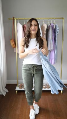 Four ways to wear joggers for petite women. Four joggers outfits for spring for petites. Petite joggers from Nordstrom styled by Brooke. Casual Work Outfits, Mom Outfits, Outfits For Teens, Fall Outfits, Work Casual, Casual Fall, Professional Summer Outfits, Preppy Fall, Teacher Outfits