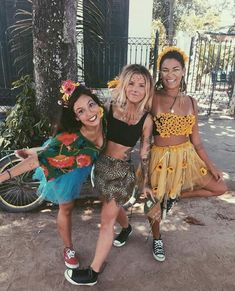 40 Awesome DIY Group Halloween Costumes for your girls squad ~ Fashion Design Halloween Inspo, Creative Halloween Costumes, Cute Costumes, Carnival Costumes, Halloween Kostüm, Halloween Outfits, Costume Ideas, Awesome Costumes, Halloween Kleidung