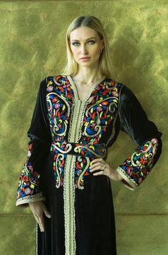 Nezha benslimane Art Costume, Costumes, Kaftan, Kimono Top, Marrakech, Womens Fashion, Folk Art, Model, Clothes