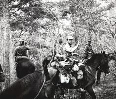 Portuguese army dragoons (Dragões) in Angola - Colonial War Military Photos, Military History, Colonial, War Horses, Out Of Africa, Cold War, Horse Stuff, Armed Forces, Wwi