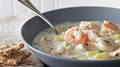 Recette: Chaudrée de Fruits de Mer Suprême - Circulaire en ligne Cod Fish Recipes, Canadian Cuisine, Chowder Recipes, Fries In The Oven, Fish And Seafood, Soups And Stews, Food And Drink, Favorite Recipes, Healthy Recipes