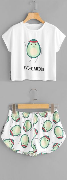 Cartoon Avocado Print Tee And Shorts Set I know this isn't a dress, but I thought it was funny! Cute Pajama Sets, Cute Pjs, Cute Pajamas, Pajama Outfits, Lazy Outfits, Outfits For Teens, Cute Outfits, T Shirt Yarn, T Shirt Diy