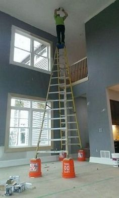 Have you ever been forced to sit through countless lectures on workplace safety? These fearless people who risk their lives and health, violating all the rules of safety first. Construction Humor, Electrician Humor, Safety Fail, Safety Work, Fire Safety, Darwin Awards, Safety Posters, Safety Training, Workplace Safety