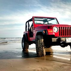 Summer is winding down but there's still plenty of fun to be had in the sand! #jeep #portaransastex #portaransas #portaransastx #beach #fishing #surfing #Texas #MustangIsland #PadreIsland #CorpusChristi #AransasPass #Rockport #POC #PINS #bobhallpier #horacecaldwellpier #packerychannel #saltlife #photooftheday #cctx #iloveportA --- --- --- Follow us for more of this beach-ness. Show us what youre enjoying in #PortA by tagging us @portaransastex in your best photo/caption…