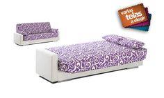 Sofá cama de tres plazas, tapizado en juveniles estampados.
