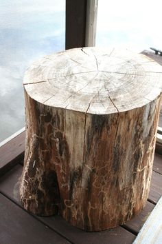 DIY Tree Stump Tables--amazingly easy & look good with many decor styles!