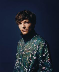 Find images and videos about beautiful, one direction and louis tomlinson on We Heart It - the app to get lost in what you love. Louis Tomlinsom, Louis And Harry, Liam Payne, Niall Horan, Zayn, Harry Styles, Troy Austin, Louis Williams, Blue Aesthetic