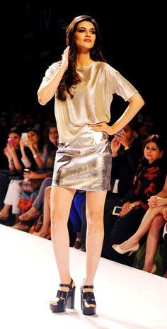 Kriti Sanon posing on the ramp at the Lakme Fashion Week Winter/Festive 2014 Day 2. #Bollywood #Fashion #Style #Beauty