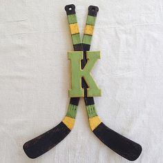 Hockey Stick Monogram Décor -- Liven up a wall with sports memorabilia. #decoartprojects #chalkyfinish