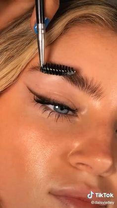 Tutorial de maquillaje Flawless Face Makeup, Skin Makeup, Eyeshadow Makeup, Gorgeous Makeup, Nyx Eyeliner, Eyeliner Hacks, Makeup Hacks, Makeup Routine, Hair Hacks