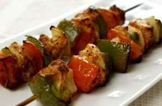 Low and light chicken shashlik recipe - goodtoknow Quick Curry Recipe, Chicken Shashlik, Vegetable Skewers, Cheap Family Meals, Indian Food Recipes, Ethnic Recipes, Indian Snacks, Cooking Recipes, Meals