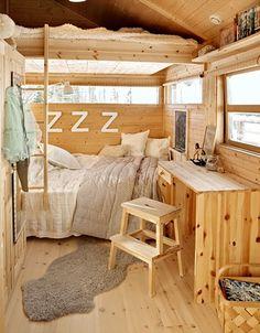 Dobbel køyeseng Tiny House Storage, Tiny House Bathroom, Tiny House Living, Tiny House Design, Little Houses, Tiny Houses, Kitchen Layout, Ikea, House Ideas