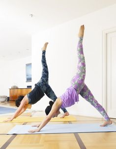 2018 is the time to start working on your hot summer body! Some people find gym workouts the best way to burn that extra belly fat. We at Bright Side believe that these 15 yoga asanas can easily become your new favorite training technique. Arm Yoga, Side Angle Pose, Tight Abs, Cow Pose, Corpse Pose, Ab Work, Belly Fat Workout, Abdominal Muscles, Summer Body