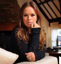 Tanya Burr, favorite make-up artist. i learn so much on her YouTube channel haha TANYA BURR IS SOOO PRETTY I OVE HERRR SOOOO MUCH