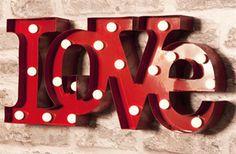 Letras LOVE con luces LED