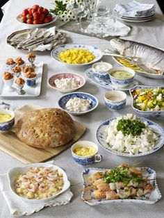 17-mai-frokost-buffe Constitution Day, Norwegian Food, Finger Foods, Norway, Tapas, Food And Drink, Appetizers, Dining, Chicken