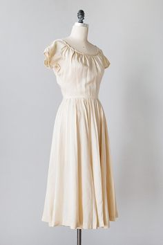 vintage 1940s cream raw silk pleat dress