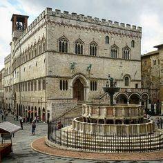 Perugia Umbria. Palazzo dei Priori e fontana Maggiore. Umbria Italy
