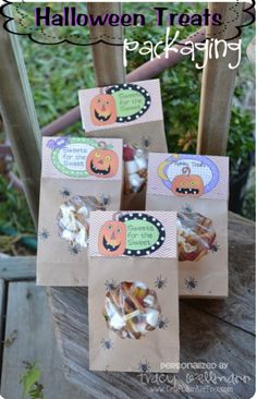 Packaging Idea for Halloween Treats ~ {Country Charm} by Tracy Halloween Candy Crafts, Spooky Halloween, Halloween Treats, Halloween Party, Holiday Foods, Holiday Recipes, Holiday Ideas, Country Charm, Packaging Ideas