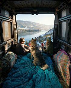 This looks like the perfect travel set up 🐕🏔  🌎 Vernon, British Columbia  📸 Viktoria Haack Photography