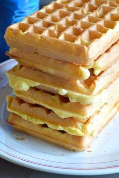 Light waffles When Nad cooks Oats Recipes, No Dairy Recipes, Waffle Recipes, Sweet Recipes, Baking Recipes, My Favorite Food, Favorite Recipes, Bubble Waffle, Ww Desserts