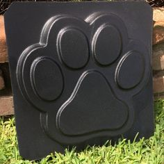 Stepping Stone Molds, Garden Stepping Stones, Printed Concrete, Walk Maker, Cat Paw Print, Concrete Cement, Cement Crafts, Landscaping With Rocks, Backyard Landscaping