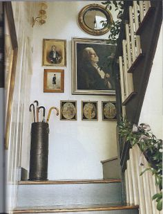I have always loved Atlanta interior designer Jacquelynne aka Jackye Lanham's style. I love her use of fine antiques mixed with casual fabr. Wabi Sabi, Everything But The House, Picture Arrangements, Halls, Balustrades, Charleston Homes, Hanging Art, Stairways, Country Decor