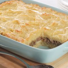 Paraguayan Shepherd's Pie is a hearty beef casserole layered with a mashed root vegetable. Yucca, also known as cassava or manioc, is enriched with eggs, cheese and evaporated milk and replaces the usual potatoes. Paraguayan Recipe, Pie Recipes, Cooking Recipes, Paraguay Food, 3 Quart Baking Dish, Flan Cake, Comida Latina, Beef Casserole, Food Staples