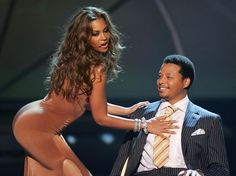 Singer Beyonce Knowles and actor Terrence Howard perform onstage at the BET Awards 05 at the Kodak Theatre on June 2005 in Hollywood, Ca. Pole Dance, Bachata Dance, Laugh Of The Day, Pole Dancing Fitness, Dance Tips, Bet Awards, Pop Rock, Beyonce Knowles, Club Outfits