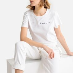 Want to make a statement? Then this T-shirt is made for you! With its embroidered slogan, this T-shirt is bang on trend. Existing Customer, Crew Neck, V Neck, Mannequins, Blouse, Coats For Women, Slogan, T Shirt, Short Sleeves