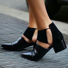 Bild via We Heart It #accessory #fashion #gold #luxury #shoes #shopping #streetstyle #winter