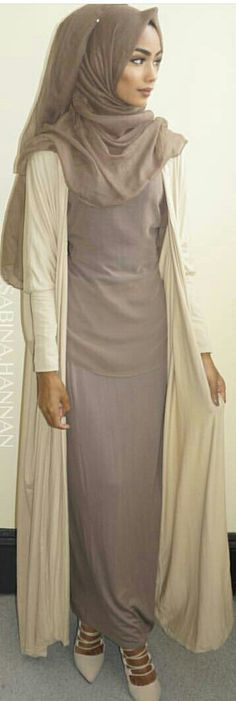 Love the neutrals and her make up is perfect. Hajib Fashion, Modest Fashion, Unique Fashion, Fashion Addict, Autumn Fashion, Womens Fashion, Islamic Fashion, Muslim Fashion, Hijab Moda