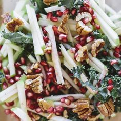 We love adding a little bit of sweetness to our salads! Matchstick apples & pomegranate seeds give the perfect burst of flavor and crunch. What are your favorite salad additions?  #foodmatters #FMkitchen #saladhacks
