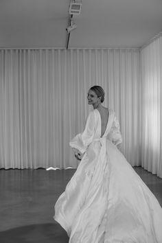 Designer Wedding Dresses, Bridal Dresses, Perfect Wedding, Dream Wedding, Minimal Wedding, Beauty Portrait, All White, Wedding Styles, One Shoulder Wedding Dress