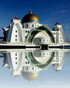 """Masjid Selat Melaka """"The Floating Mosque"""" Malaysia/[Goodness me. Sacred Architecture, Architecture Antique, Mosque Architecture, Religious Architecture, Beautiful Architecture, Modern Architecture, Ipoh, Beautiful Mosques, Beautiful Places"""