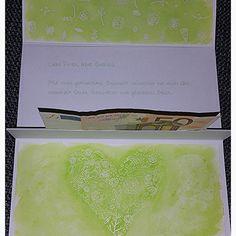 Das Innere der Karte mit Geldgeschenk. Sie ist angepasst an die Einladung. #diy #selbstgemacht #cardmaking #crafting #wedding #basteln #weddingcard #card #grün #embossing #green #distressink #karte #geldgeschenk