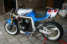 Awesome OLD SUZUKI GSX-R NAKED